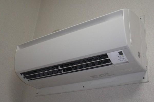 Máy lạnh bị nhiễu nước khắc phục ra sao?